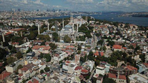 Ayasofya'nın yanında Bizans saray kalıntıları çıktı otel inşaatı durmadı