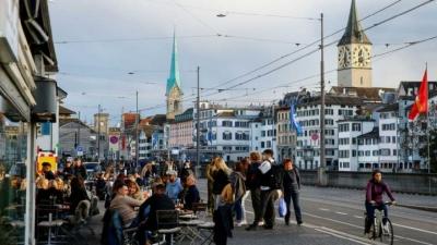 İki doz aşı yaptıran 18 İsviçreli öldü