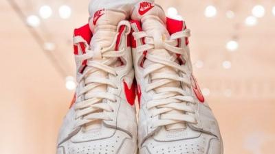 Michael Jordan'ın 37 yıl önce giydiği ayakkabı rekor fiyata satıldı